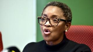 """La ministre sud-africaine des Femmes, Bathabile Dlamini, considère l'expulsion des étudiantes comme des """"violences graves basées sur le sexe""""."""