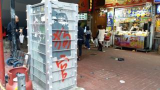 香港九龙旺角通菜街与旺角道交界被围封的交通灯控制箱(6/1/2020)