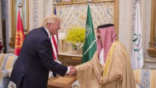 ملك البحرين حمد بن عيسى آل خليفة والرئيس الأمريكي دونالد ترامب