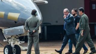 Eduardo Cunha embarca em avião