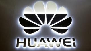 Mustaqbalka shirkadda Huawei oo shaki ku jiro markii xayiraad ay kusoo rogtay Google