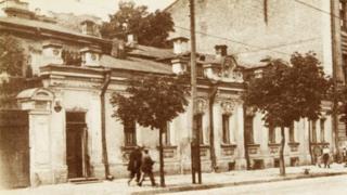 В цьому будинку по Великій Підвальній, 15 засідала в 1917 році Комісія з утворення Українського національного театру