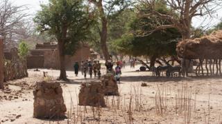 Des villageois du centre du Mali
