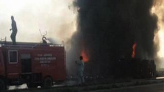 Camión en llamas en Pakistán