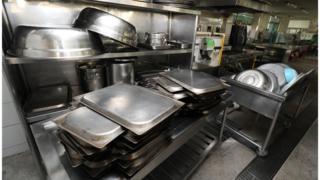텅 빈 학교 급식 조리실