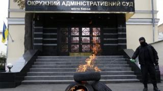 Вхід до Окружного адміністративного суду Києва