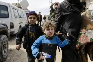 Abasivile bahunze akarere ka Ghouta baca mu canzo baciriwe n'inteko za leta