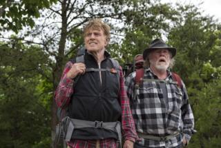 Robert Redford i Nik Nolti u filmu Šetnja po šumi iz 2015