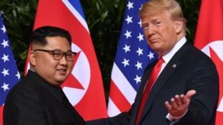 دونالد ترامپ رئیس جمهوری آمریکا با کیم جونگ-اون، رهبر کره شمالی