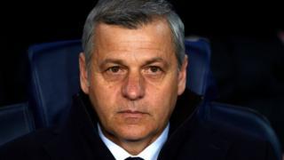 La décision de Bruno Génésio est précipitée par les nombreuses défaites et sa relation crispée avec les supporters de l'OL.