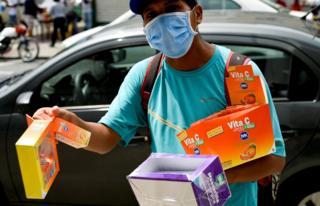 Street vendor, Guayaquil, 16 Apr 20