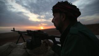 Kurdish Peshmerga fighter mans an observation post on the frontline with IS in northern Iraq (5 November 2015)