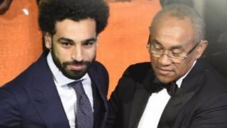 Maxamed Salah iyo mdaxweynaha CAF Ahmad Ahmad