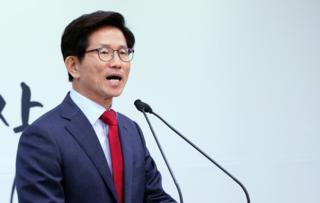 자유한국당 김문수 서울시장 후보가 지난달 23일 서울 여의도 당사에서 교통혁명 공약을 발표하고 있다