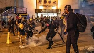 تظاهرکنندگان هنگ کنگی در ده هفته گذشته خواهان برکناری رییس اجرایی این منطقه خودمختار بوده اند