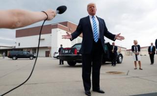 Tramp razgovara sa novinarima