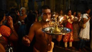శ్రీలంకలో ఒక పురోహితుడు