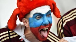 Un fanático de fútbol ruso.