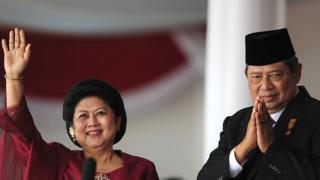 Presiden keenam Susilo Bambang Yudhoyono dan ibu negara, Ani Yudhoyono pada saat perayaan kemerdekaan, 17 Agustus 2010.
