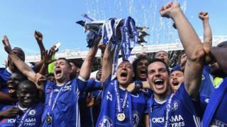 Chelsea celebrate winning the Premier League