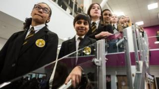 Yerel demografik yapıdaki değişim binlerce Müslüman öğrencinin Katolik okullarına gitmesiyle sonuçlanıyor