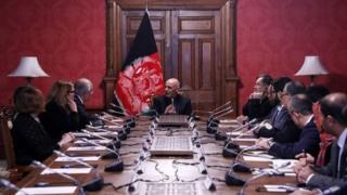 ABD'nin Afganistan Özel Temsilcisi Zalmay Halilzad, Afganistan Cumhurbaşkanı Eşref Gani ve bakanlarla