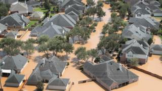 ペンス副大統領は30万人以上が災害支援の登録を済ませたと語った