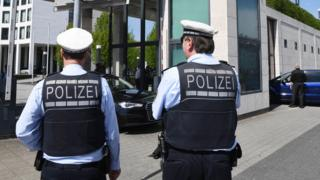 German police in Karlsruhe, outside federal prosecutor's office, 12 Apr 17