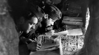 Німецькі солдати пишуть листа додому, СРСР, 1942 рік