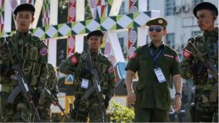 အေအေဟာ ၂၀ဝ၉ ခုနှစ် ဧပြီလမှာ ကချင်လွတ်လပ်ရေး တပ်မတော် (ကေအိုင်အေ) ထိန်းချုပ်တဲ့ လိုင်ဇာမှာ လူငယ် ၂၆ ဦးနဲ့ စတင် ထူထောင်ခဲ့။
