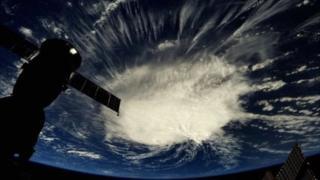 इंटरनेशनल स्पेस सेंटर से ली गई फ़्लोरेंस की तस्वीर