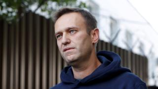 UK backs sanction threats over Navalny poisoning thumbnail