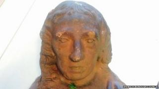 Alternative view of the stone head