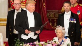 """特朗普总统在国宴致辞,形容英国女王伊丽莎白二世是""""伟大的女性""""。"""