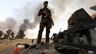 Iraqi soldier near Mosul