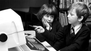 Те советские дети, которые интересовались программированием, имели не много шансов получить доступ к настоящему компьютеру