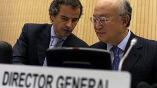 آقای گروسی که در این عکس در سال ۲۰۱۱ در کنار یوکیو آمانو، رئیس سابق و فقید آژانس دیده میشود از مدیران باسابقه ارشد این نهاد سازمان ملل متحد بوده است