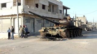 Abandoned Syrian tank in Rastan (file photo)