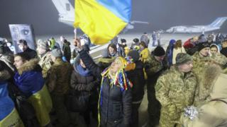 """Полонених зустрічають у """"Борисполі"""""""