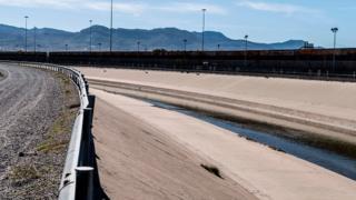 Meksika sınırına duvar örülmesi, Trump'ın seçim kampanyasındaki vaatlerinden biriydi