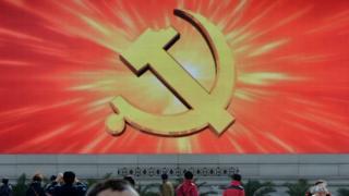 天安门广场上的屏幕显示中共党徽