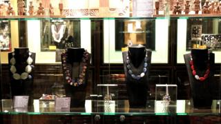 فروش آثار سیما وزیری در فروشگاه موزه بریتانیا
