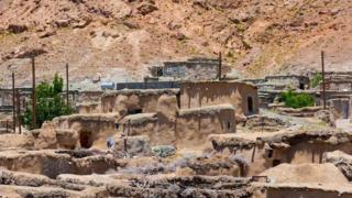 Некоторые в Иране до сих пор верят, что на месте Махуника когда-то располагался древний Город карликов