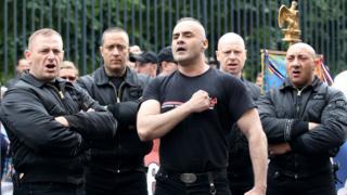 Серж Аюб (у центрі) відомий у Франції ультраправий діяч, 2011 рік
