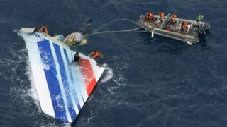 Divers recover part of the tail section from the Air France plane that plunged into the Atlantic Ocean. Photo: May 2011