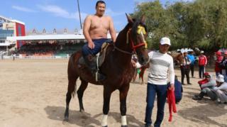 Арго - мурда Кыргызстандын Көк бөрү командасында ойноп жүргөн ат. Азыр эр эңиштеги эң мыкты ат.