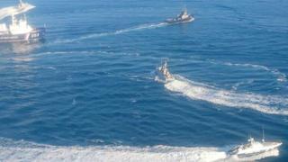 Embarcações no mar