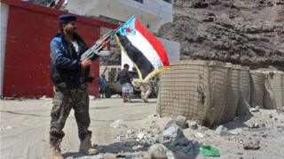 أحد أفراد الانفصاليين شمال عدن