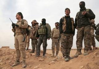 Ciidamada isbahaysiga fallaagada Suuriya oo isu diyaarinaya weerarka ay ku qaadeen Raqqa oo ay Daacish haysato