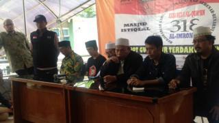 Penanggung jawab aksi 313 yang digelar oleh Forum Umat Islam (FUI), Muhammad Al Khaththath (ketiga dari kanan) saat konferensi pers aksi.